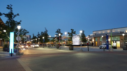 Shops-at-Don-Mills-evening-time.jpg